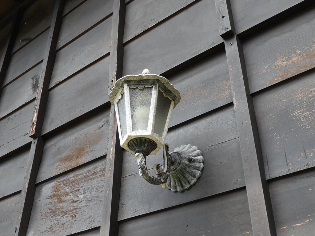 辛志平校長故居的圖片:外牆上的壁燈