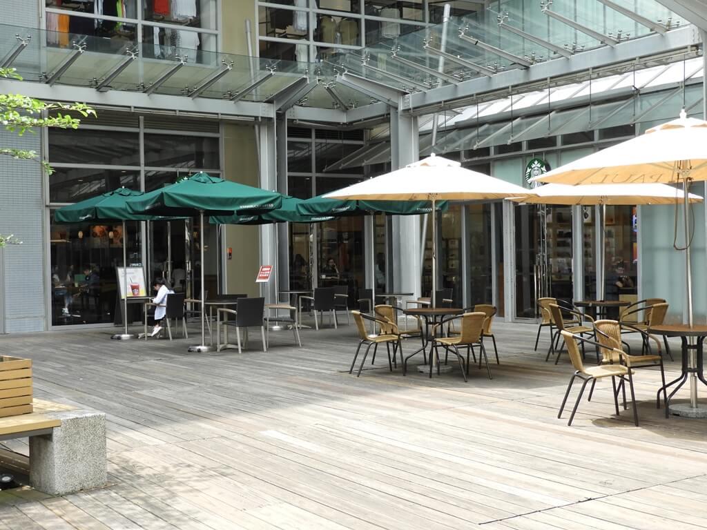 Big City 遠東巨城購物中心的圖片:星巴克的戶外用餐區