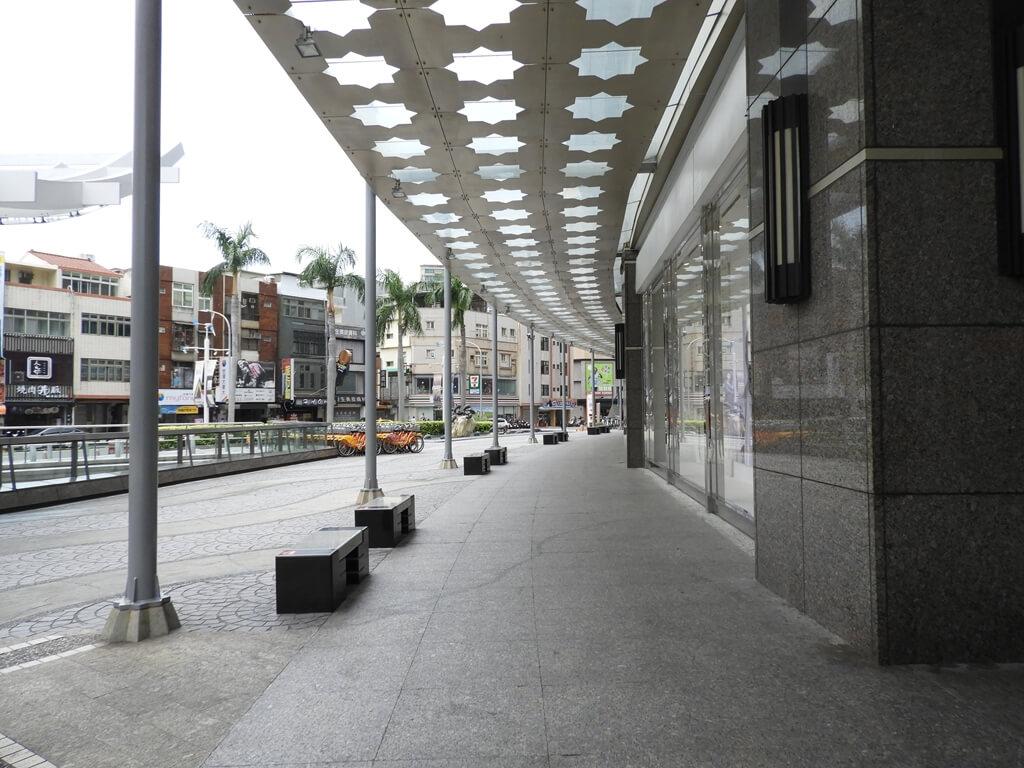 Big City 遠東巨城購物中心的圖片:外側走廊