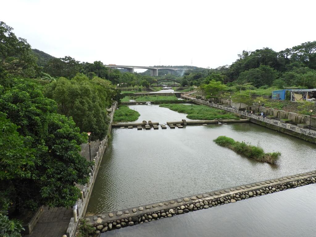東安古橋(牛欄河親水公園)的圖片:東安橋上拍攝的牛欄河親水公園部分