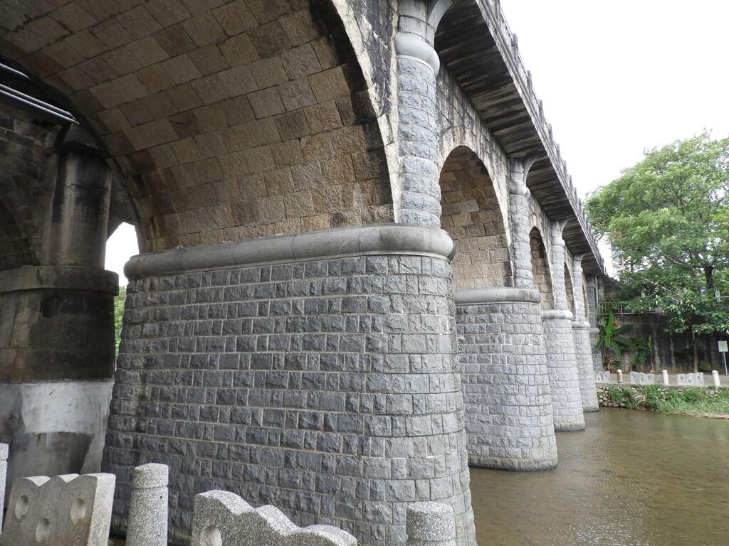 東安古橋(牛欄河親水公園)的圖片:東安古橋的橋墩(123655977)