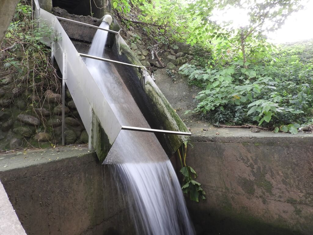 東安古橋(牛欄河親水公園)的圖片:水流湍急