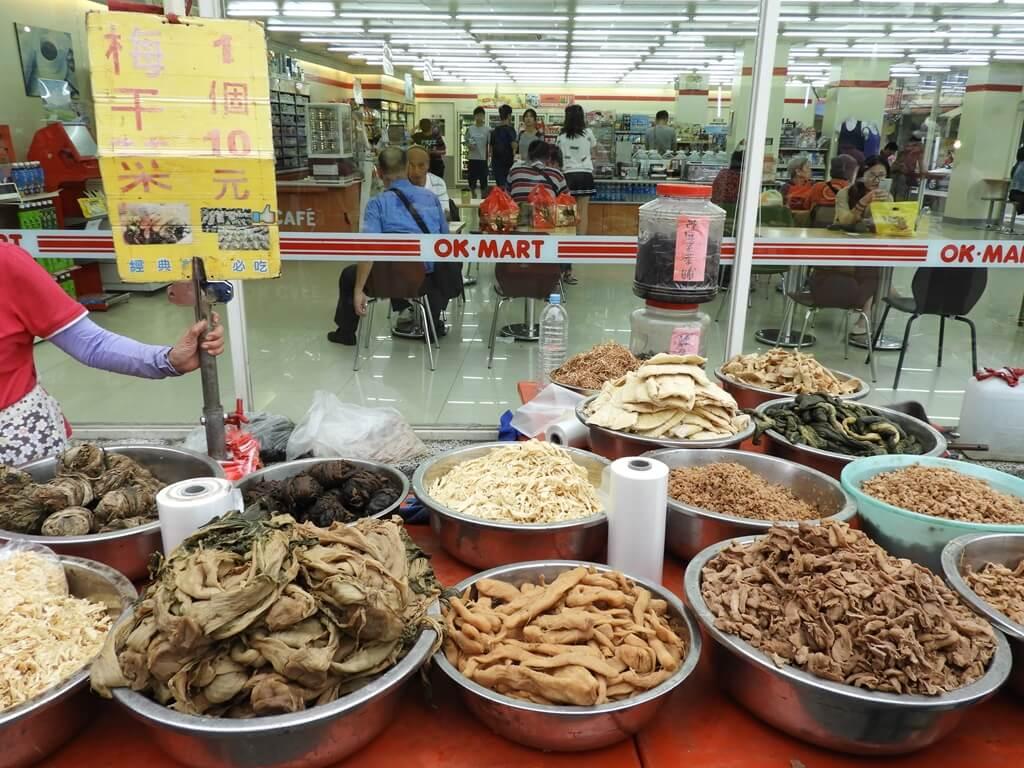 北埔老街的圖片:梅干菜及各式各樣的客家醃菜