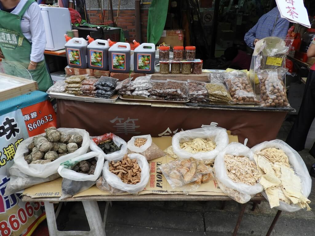 北埔老街的圖片:客家梅干菜、福菜、蜜餞、醃漬菜 ... 等