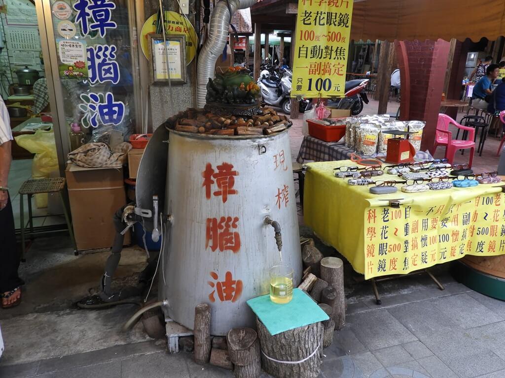 北埔老街的圖片:現榨樟腦油