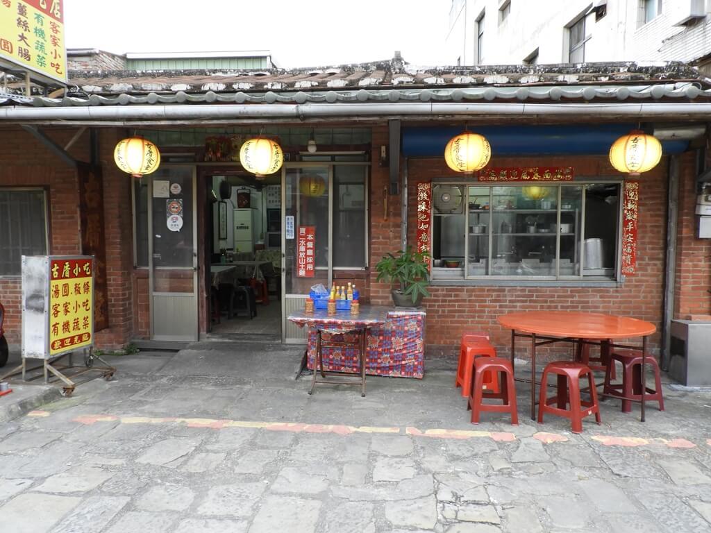 北埔老街的圖片:北埔慈天宮前的古厝小吃