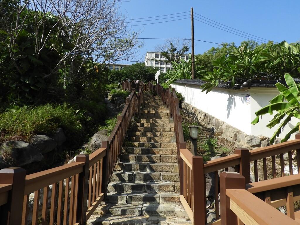 北投千禧湯露天溫泉(北投公園露天溫泉)的圖片:從階梯往上看