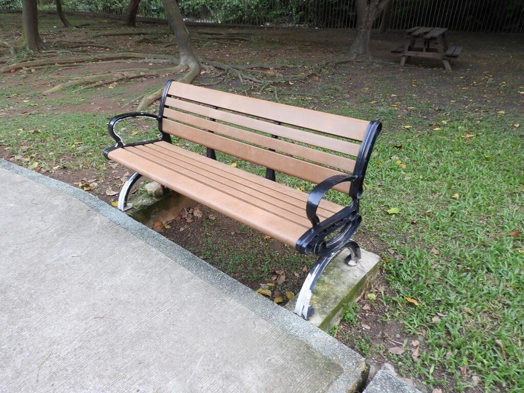 北投泉源公園溫泉泡腳池園區的圖片:公園座椅