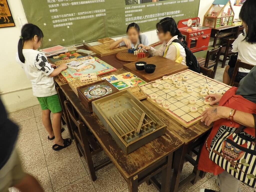 臺灣玩具博物館的圖片:象棋、打彈珠、大富翁