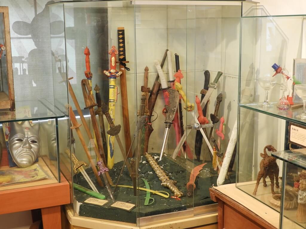 臺灣玩具博物館的圖片:各式木劍、玩具劍