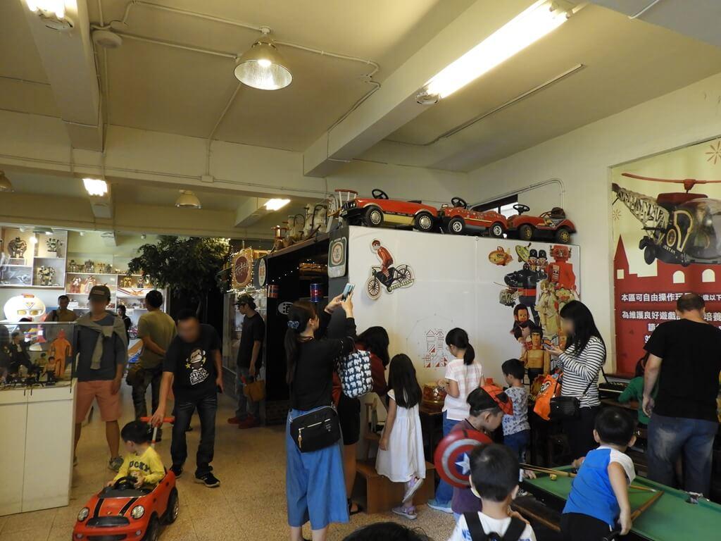 臺灣玩具博物館的圖片:最內間的玩具區也是很多人潮