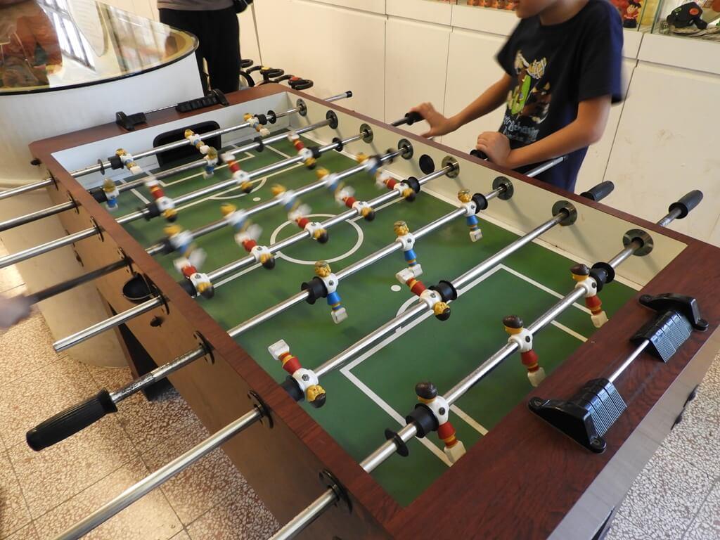 臺灣玩具博物館的圖片:(手動玩具)木製桌型足球台