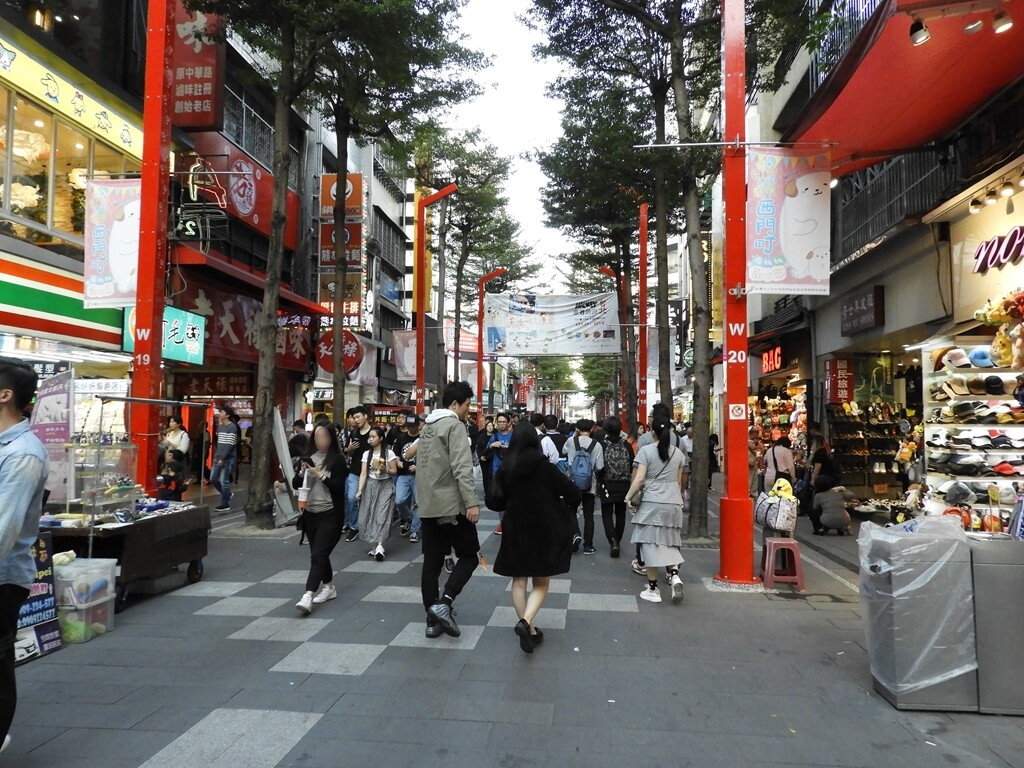 西門町的圖片:武昌街二段街景及逛街人潮(123656872)