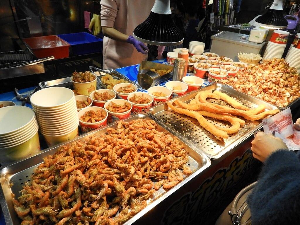 饒河街觀光夜市的圖片:炸蝦、炸魷魚頭、一口蟹