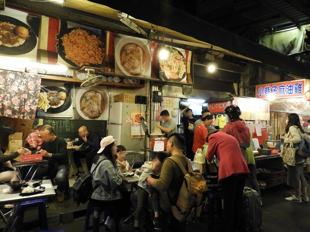 饒河街觀光夜市的圖片:巷弄內的小吃店
