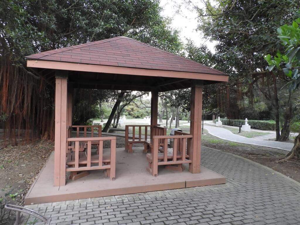 白沙岬燈塔的圖片:一處小涼亭