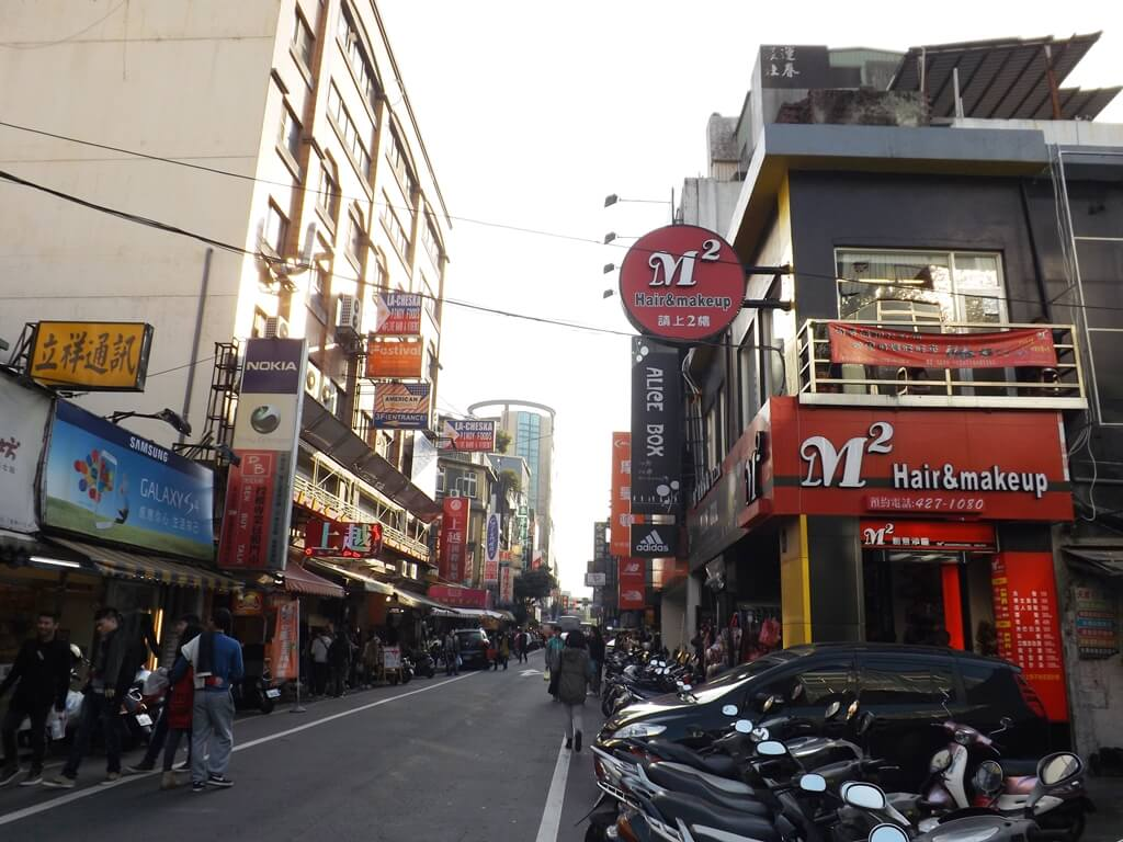 中壢中平路商圈的圖片:建國路街景