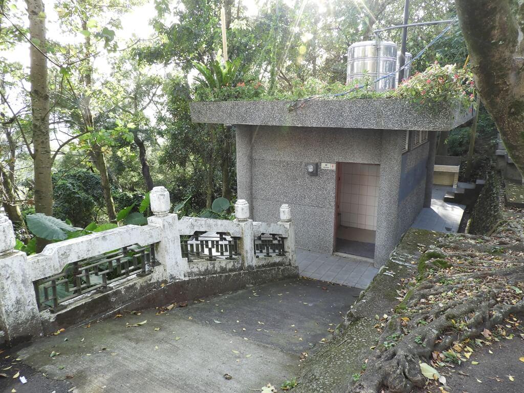 鳶山風景區的圖片:公共廁所