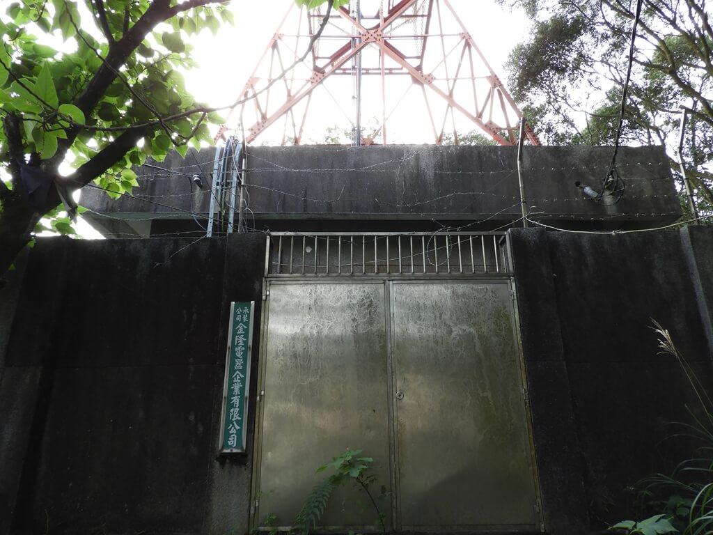 鳶山風景區的圖片:高壓電塔水泥屋