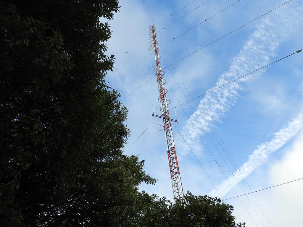 鳶山風景區的圖片:藍天下的高壓電塔