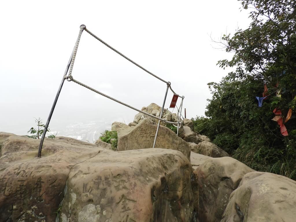 鳶山風景區的圖片:鳶山頂的大岩石(123657434)