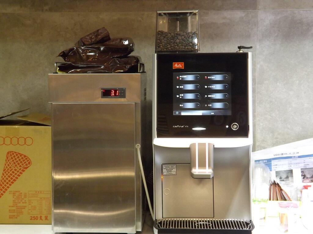 葡萄王健康活力能量館(葡萄王觀光工廠)的圖片:櫃檯後方的咖啡機