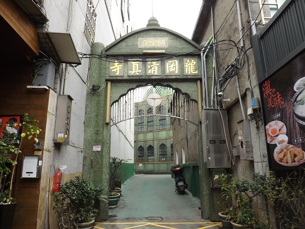 龍岡清真寺的圖片:龍東路上的龍岡清真寺入口(123657531)