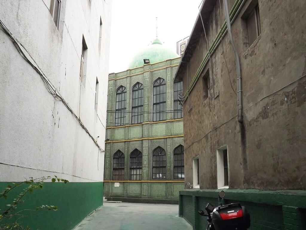 龍岡清真寺的圖片:龍東路進入龍岡清真寺的走道