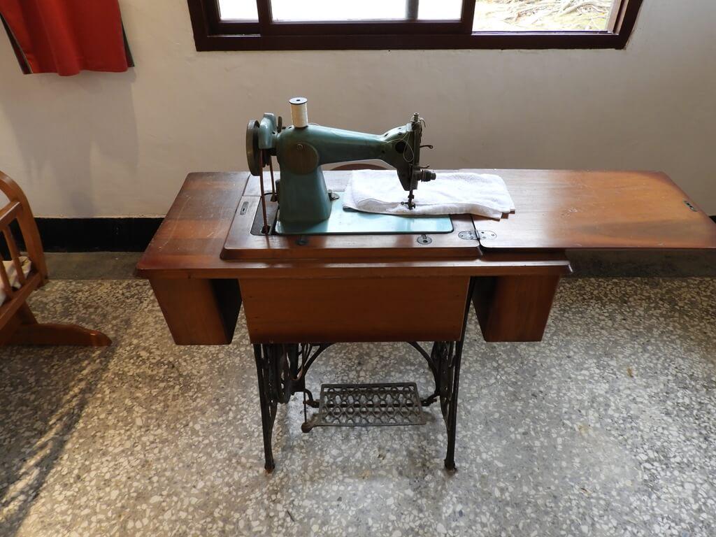 馬祖新村眷村文創園區的圖片:古老的縫紉機