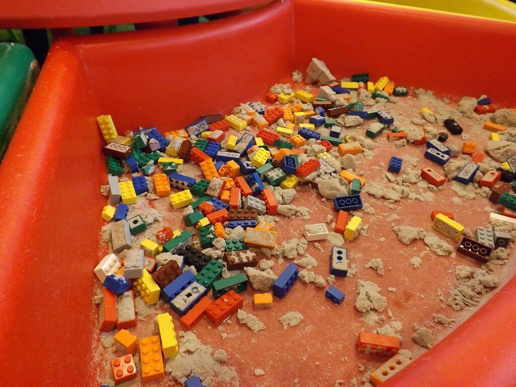 宏亞巧克力共和國的圖片:黏土積木被混在一起了