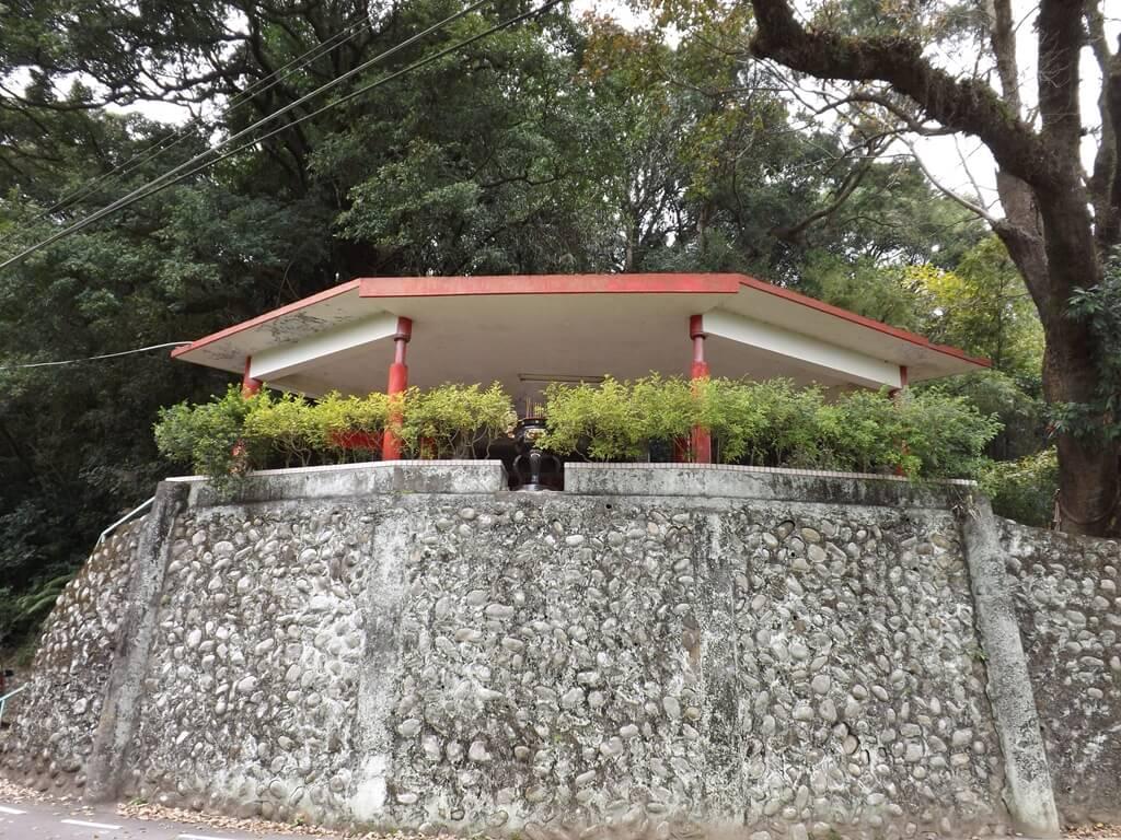 三坑老街的圖片:高台上是三坑子開庄伯公廟