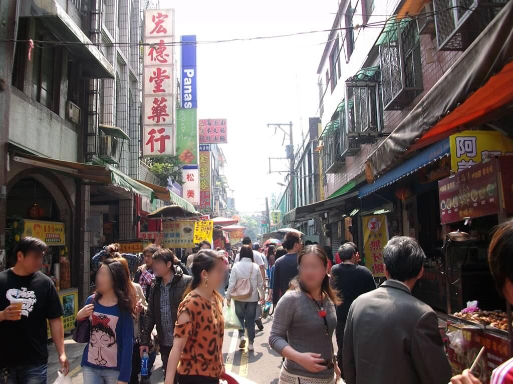 大溪老街的圖片:老街的街景與逛街人潮(123657647)