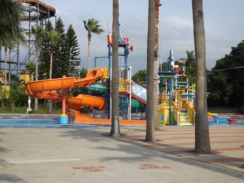 小人國主題樂園的圖片:小人國轟浪水樂園的溜滑梯