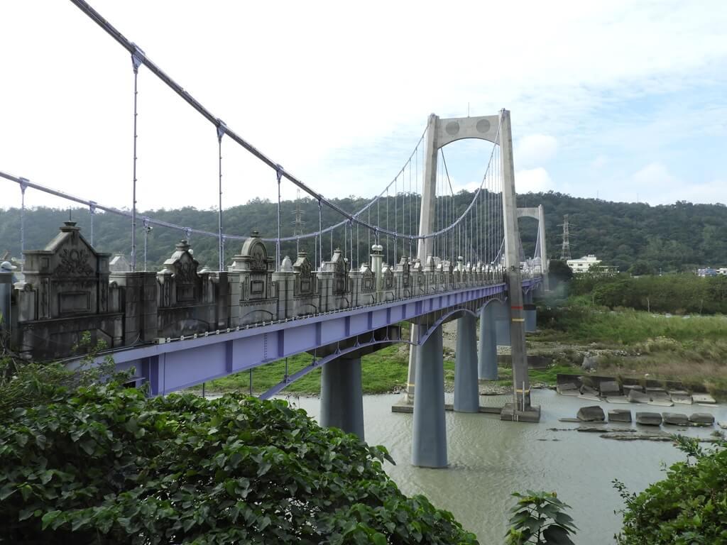 大溪橋的圖片:大溪橋側面的建築 2018.12