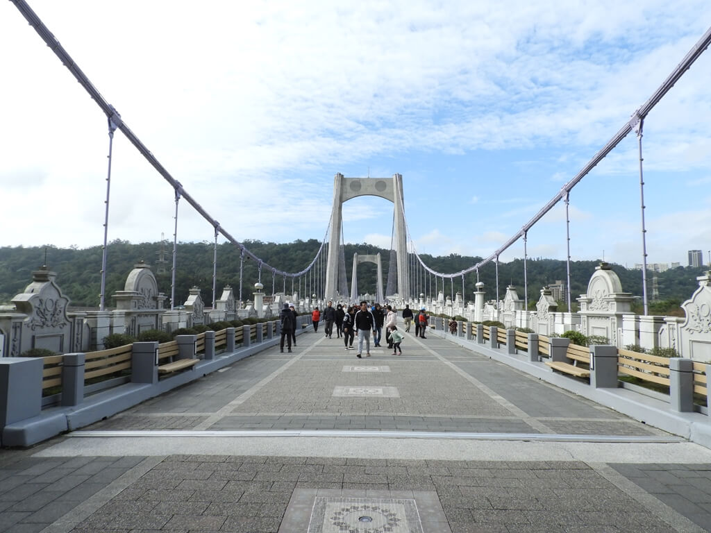 大溪橋的圖片:有藍天白雲搭配的大溪橋