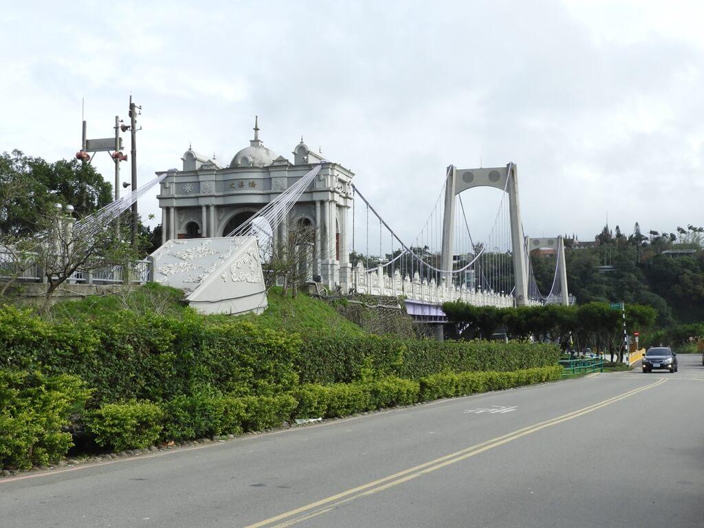 大溪橋的圖片:大溪橋頭停車場旁拍攝的大溪橋
