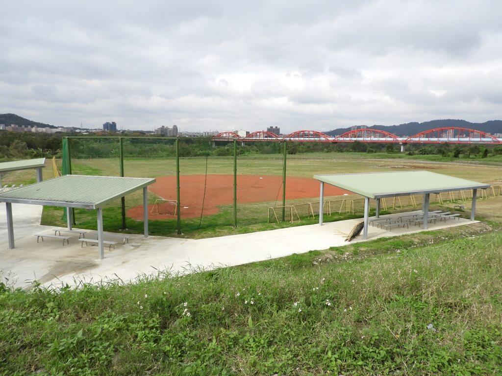三鶯陶瓷河濱公園的圖片:無人使用的壘球場