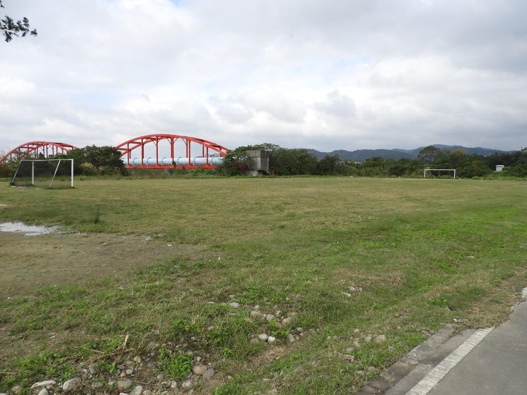 三鶯陶瓷河濱公園的圖片:空著的足球場