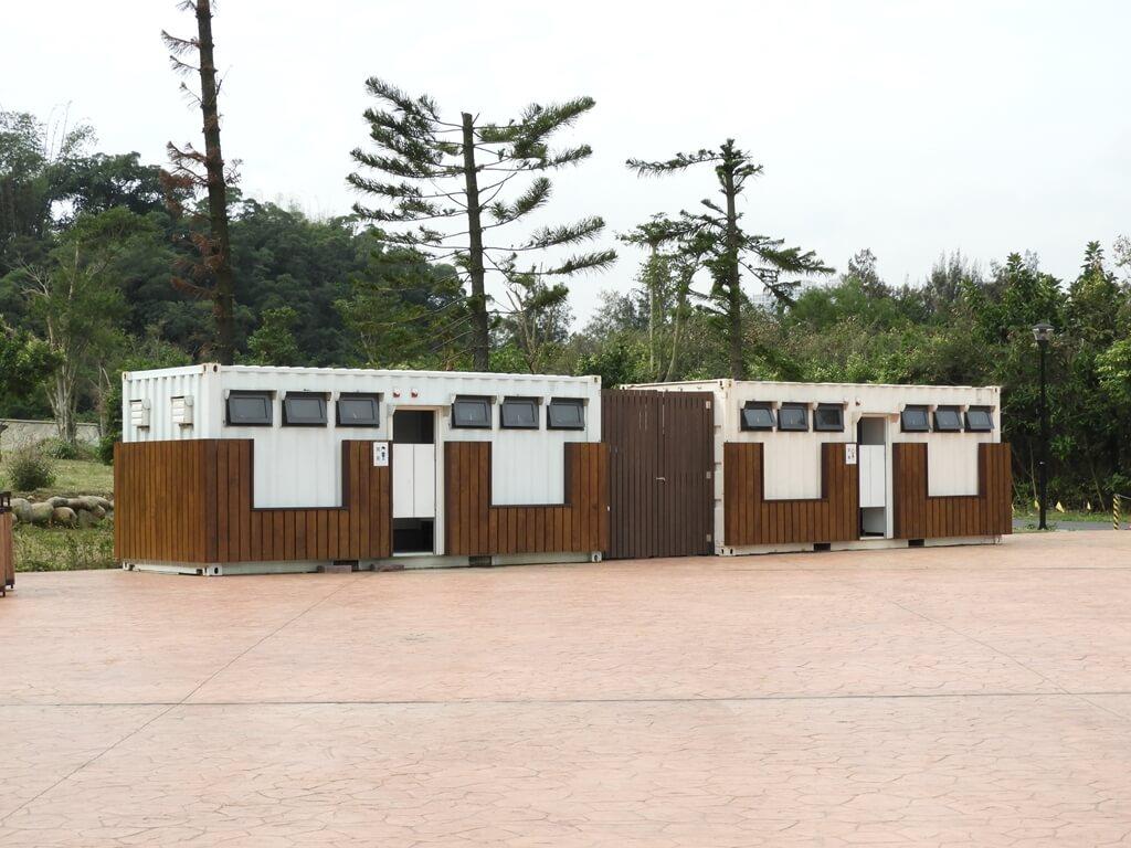 大溪山豬湖親水生態園區的圖片:停車場旁的公廁