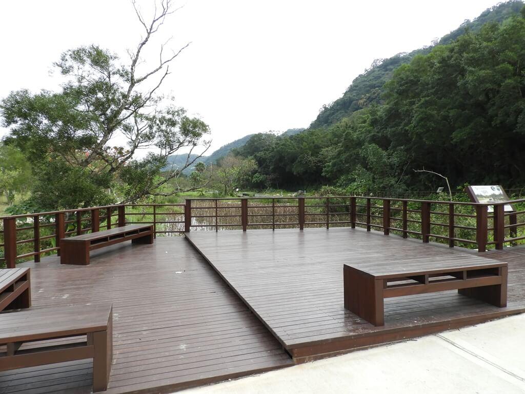 大溪山豬湖親水生態園區的圖片:螢火蟲舞台木棧觀景台