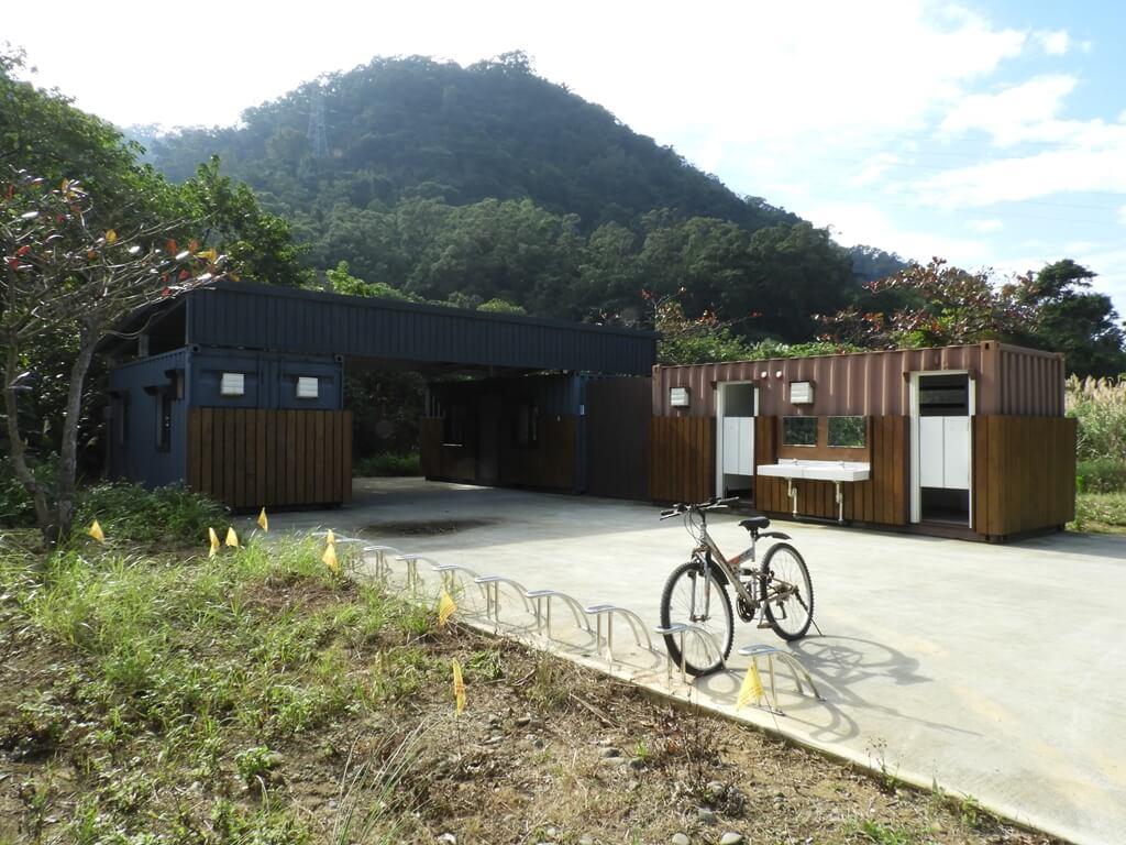 大溪山豬湖親水生態園區的圖片:飛鳶平台後方的洗手間
