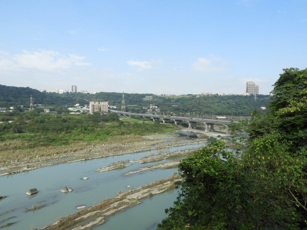 大溪中正公園的圖片:在帆船廣場眺望大漢溪及武嶺橋