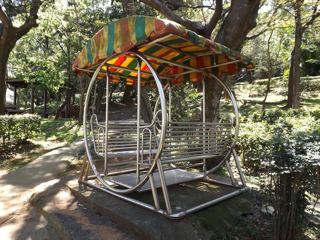楊梅貴山客家文化公園的圖片:步道旁的休閒鞦韆