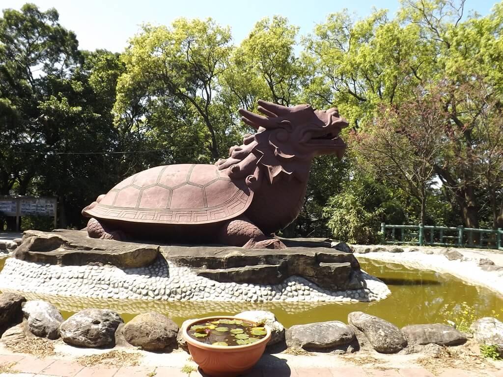 楊梅貴山客家文化公園的圖片:龍龜像側面