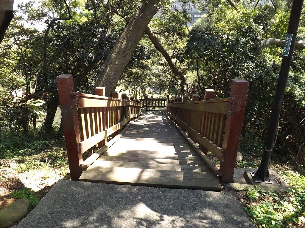 楊梅貴山客家文化公園的圖片:後山通往山下的木棧階梯