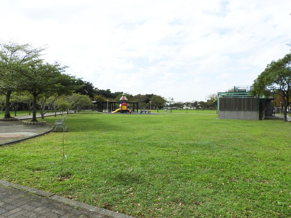 桃園玉山公園的圖片:玉山公園大草皮