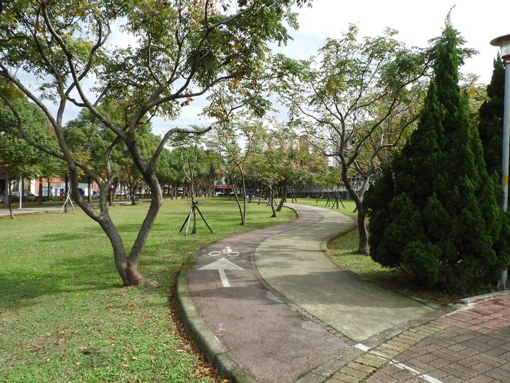 桃園玉山公園的圖片:公園自行車道、行人步道(123658116)