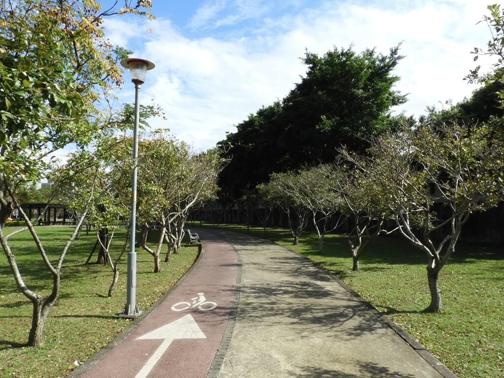 桃園玉山公園的圖片:公園步道、自行車道(123658147)
