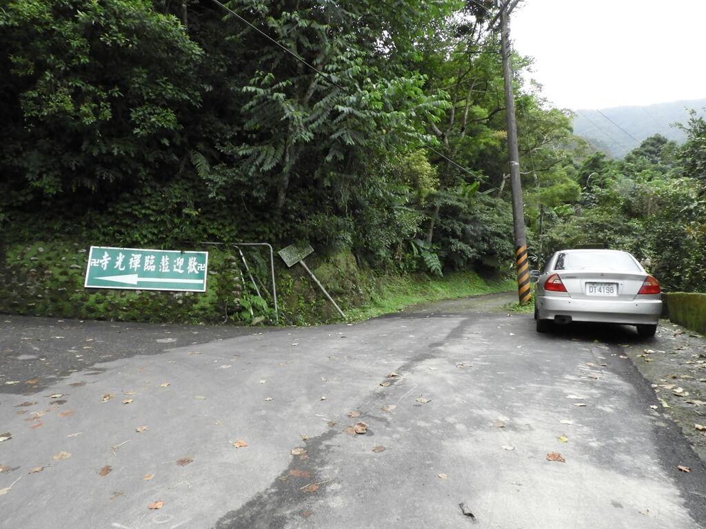 白雞山登山步道的圖片:登山步道與禪光寺岔路