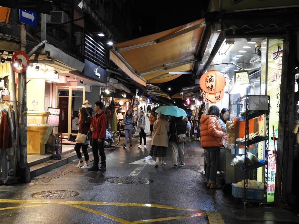 師大夜市的圖片:遇到比較多人潮的龍泉街